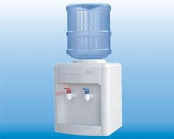 Диспенсер для воды: об особенностях подключения 12 и 19-литровых бутылей