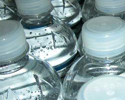 В Джакарте пользуется спросом бутилированная вода