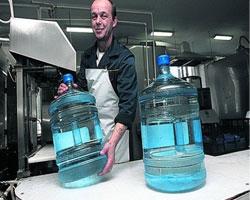 Спрос на молоко в США падает из-за распространения бутилированной воды