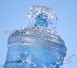 Бутилированная вода подорожает из-за необходимости установки счетчики ее компаниям-производителям