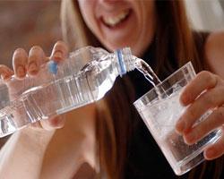 Переход на бутилированную воду не поможет избежать пищевой аллергии