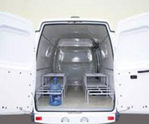 Перевозка бутилированной воды в специальном автофургоне